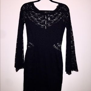 LIGHTLY WORN Free People lace bell-sleeve dress